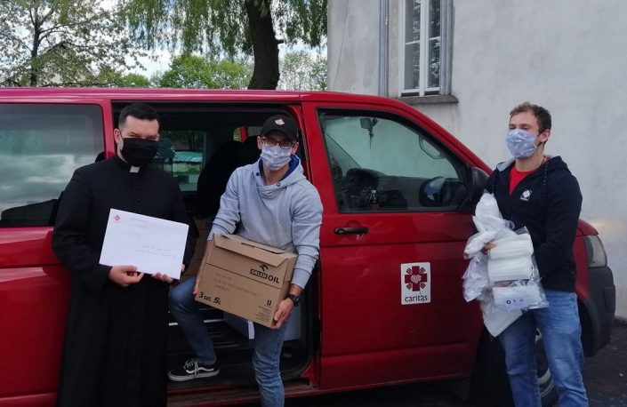 Środki ochrony osobistej trafiły do parafii_Caritas