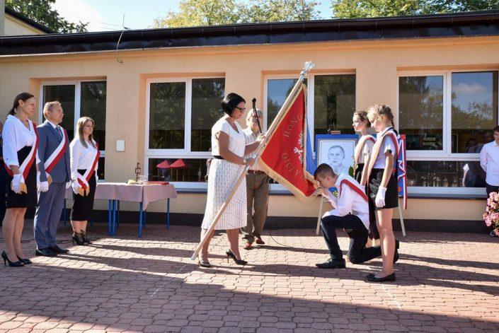 Nowy patron i sztandar szkoły_Hajnówka_4.09.2020